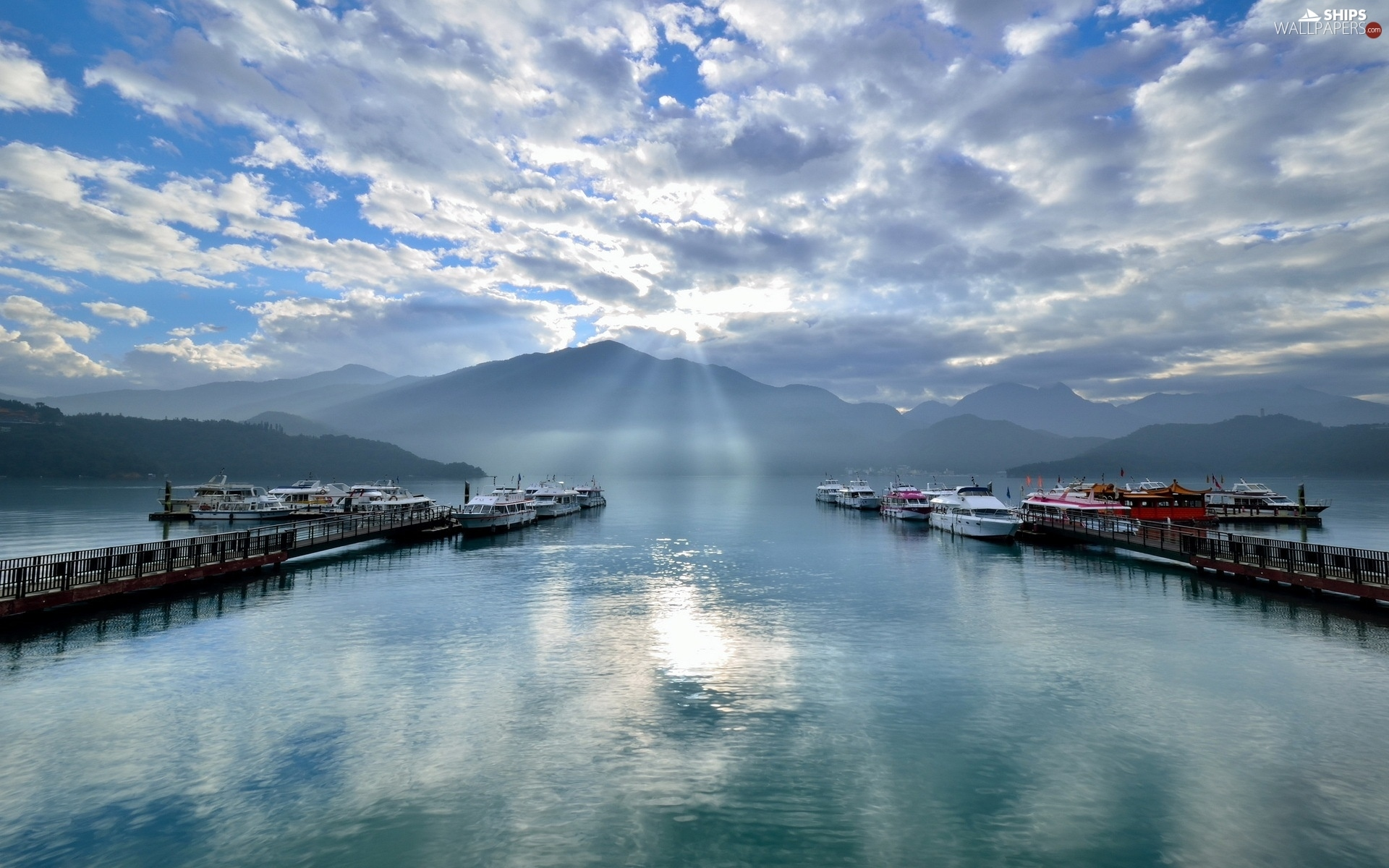 Boats, lake, clouds, Mountains, sun, Yachts, Harbour, rays
